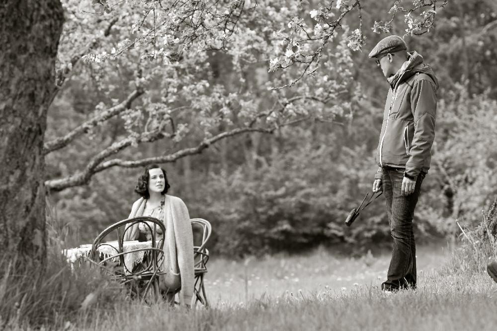 """Martti Helde i Laura Peterson (jako Erna Tamm) na planie filmu """"Na skrzyżowaniu wiatrów"""""""