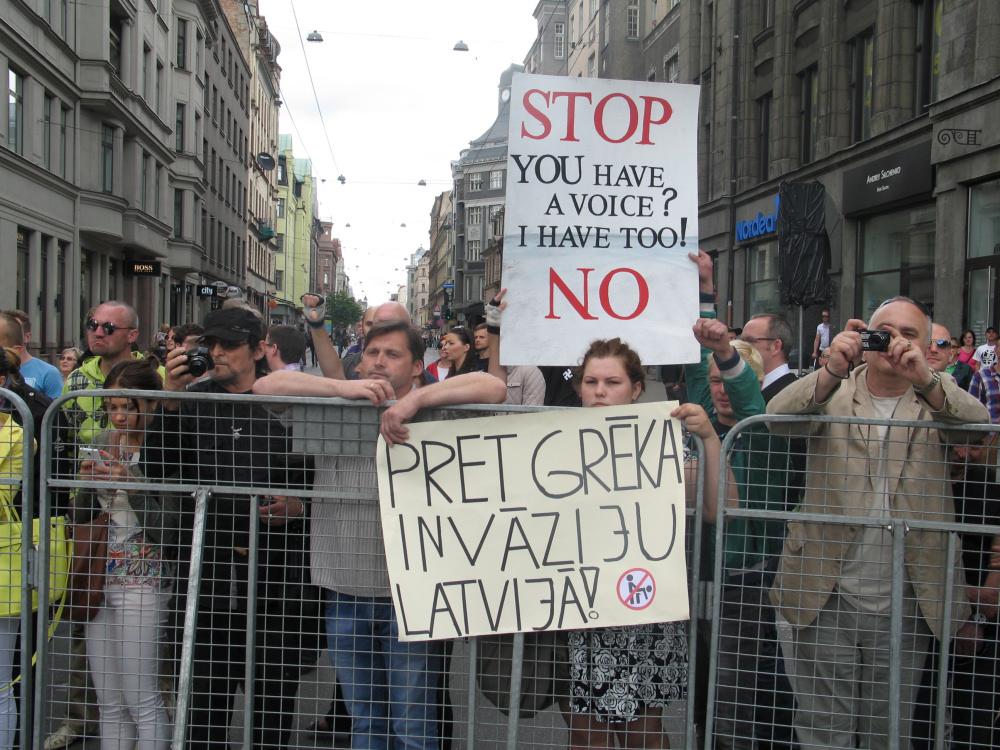 Przeciwnicy marszu protestują przeciwko inwazji grzechu na Łotwę . Zdj. Tomasz Otocki