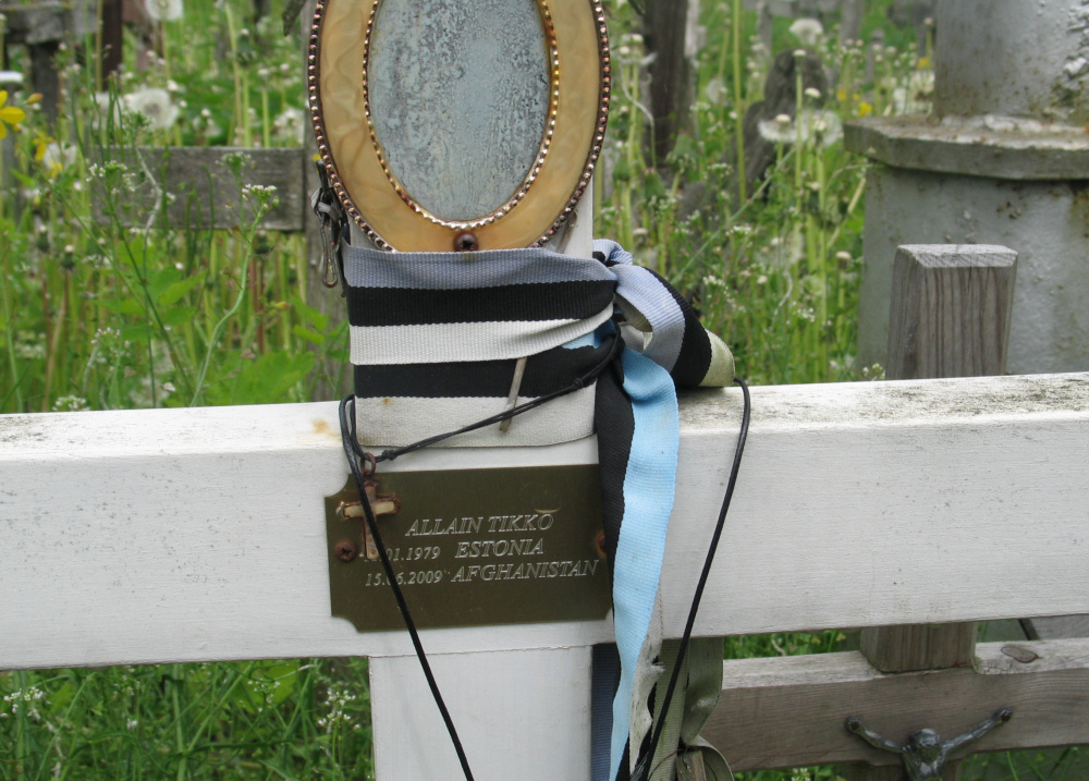 Krzyż upamiętniający estońskiego żołnierza, który zginął w Afganistanie