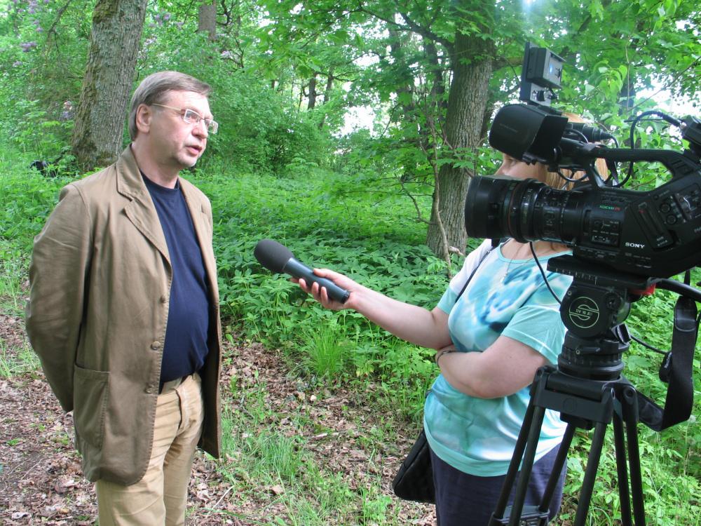 Organizator Maja nad Wilią udziela wywiadu w Poszawszu