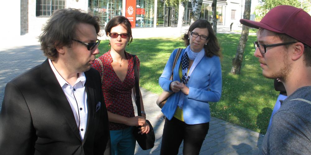 Z urzędnikiem kancelarii rządu estońskiego Jormą Sarvem przed Muzeum Morskim w Tallinnie. Zdj. Tomasz Otocki