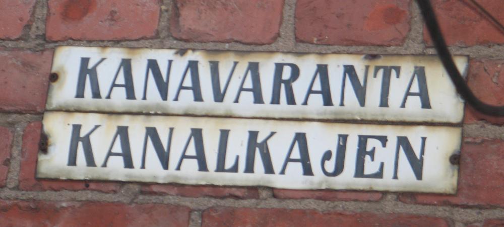 Dwujęzyczne tablice z nazwami ulic w Helsinkach. Zdj. Tomas Otocki