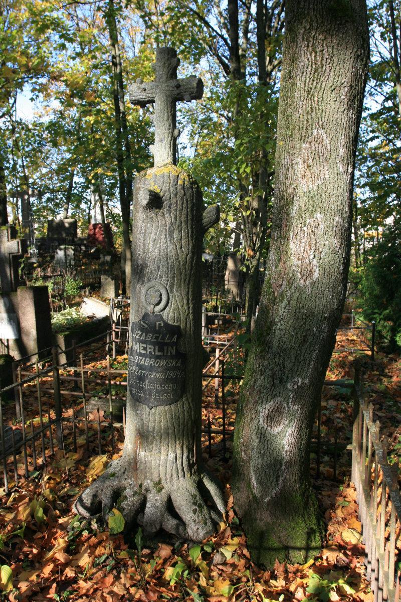 Nagrobek Izabelli Merlin na starym cmentarzu w Szawlach