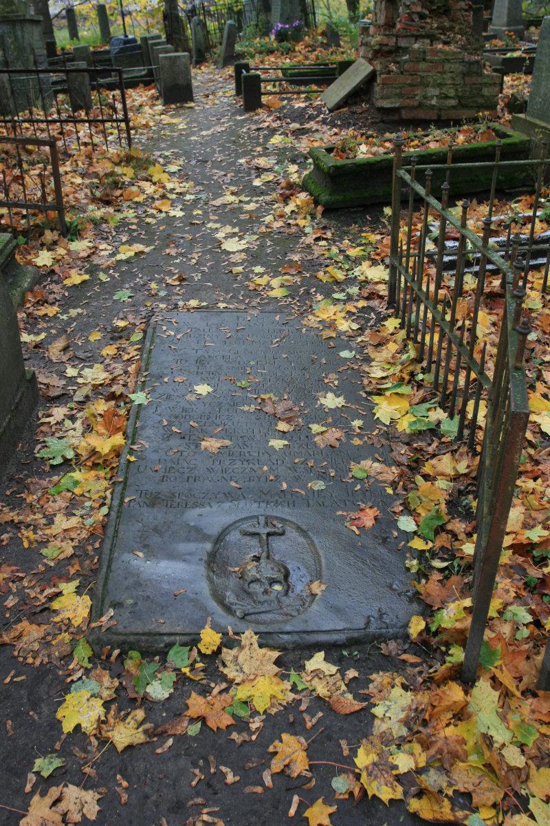 Płyta nagrobna Angeli z Tallatów Allipiowey z 1801 na starym cmentarzu w Szawlach