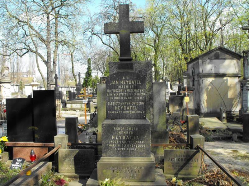 Zdjęcie rodziny Heydatel na warszawskim Cmentarzu Powązkowskim. Zdj. cmentarze.um.warszawa.pl