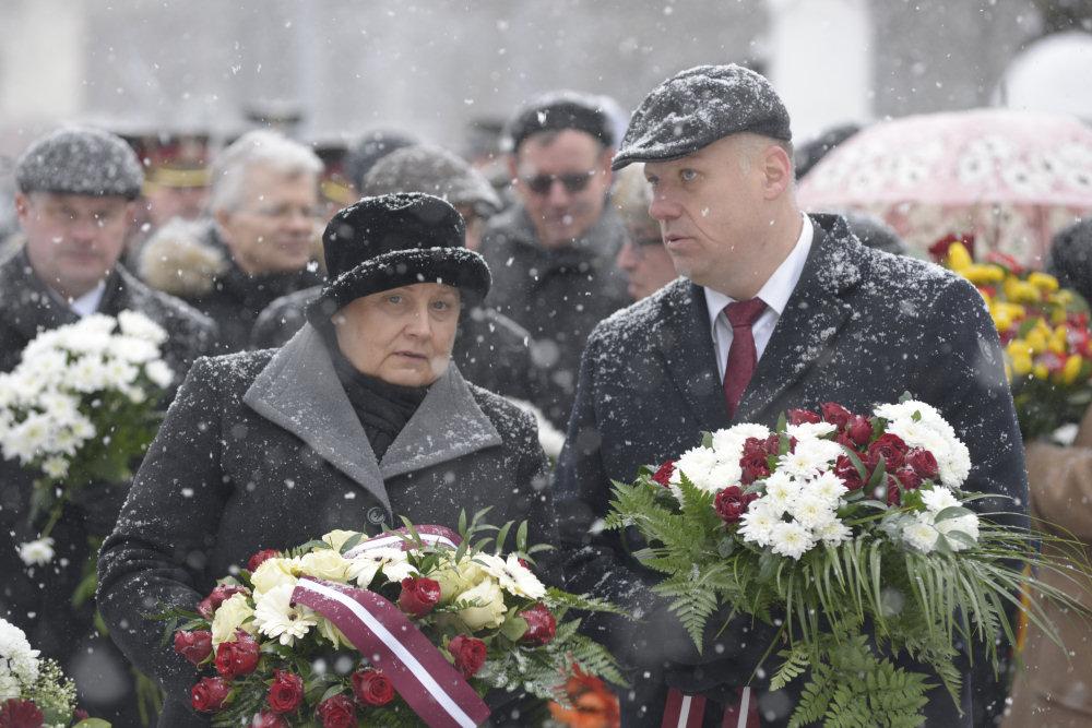 Premier Laimdota Straujuma podczas uroczystości wspomnieniowych barykad. Fot. Uģis Kozlovskis, Valsts kanceleja / Flickr / CC
