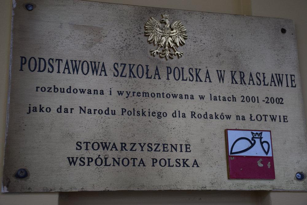 Tablica - szkoła polska w Krasławiu. Zdj. archiwum szkoły.
