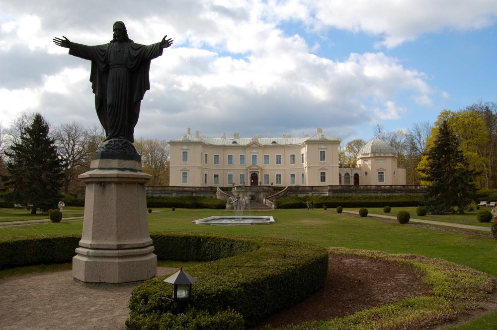 Pałac Tyszkiewiczów w Połądze. Zdj. Wikimedia Commons