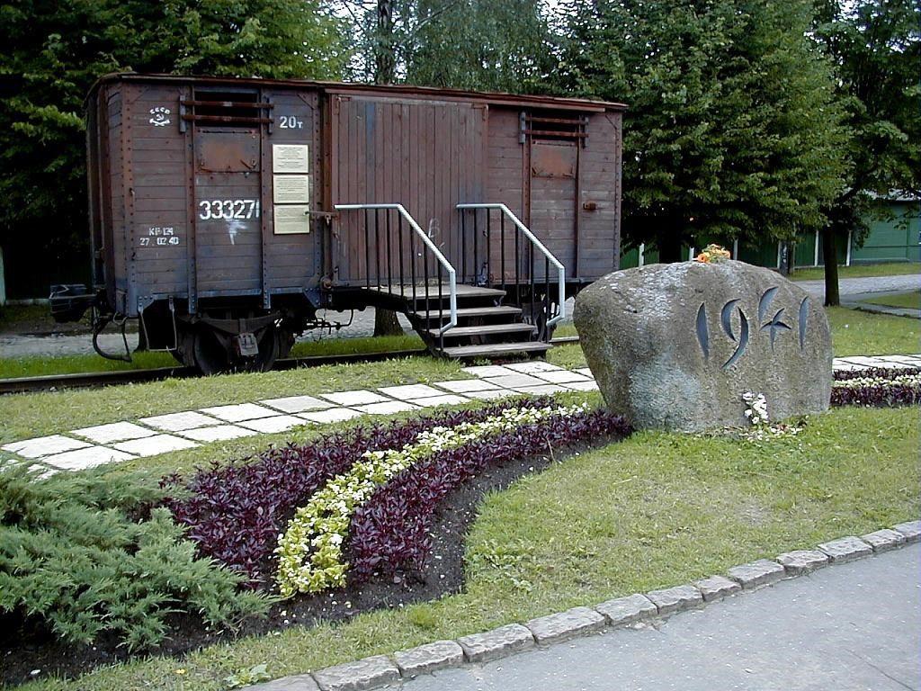 Wagon towarowy na stacji w Torņakalns upamiętniający ofiary masowych deportacji w 1941 roku. Zdj. Muzeum Okupacji Łotwy