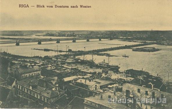 Mosty na Dźwinie na początku XX wieku: Most Kolejowy (Żelazny) został zbudowany w 1872 roku, a pontonowy zbudowano w 1896 roku. Zdj. Zudusi Latvija