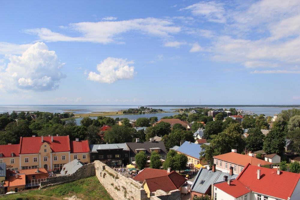 Widok na Morze Bałtyckie i Haapsalu z wieży zamku biskupiego. Zdj. Kazimierz Popławski