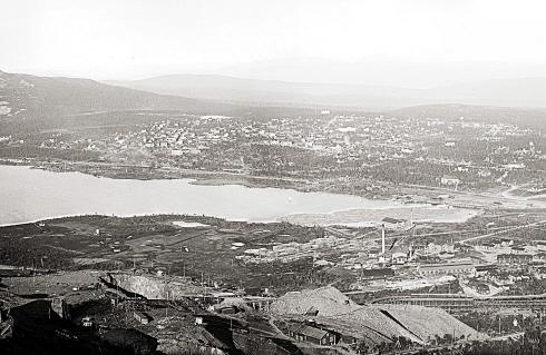 Kopalnia żelaza Luossavaara-Kiirunavaara AB na początku XX wieku (fot. Borg & Mesch, źródło: www.kiruna.se)