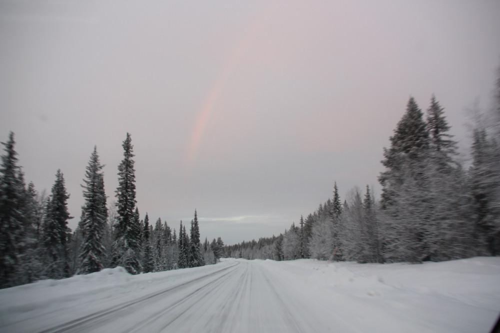 Droga E10, którą transport żelaza odbywa się również zimą, łączy Kirunę z Luleå. Zdj. Mirosław Jankowiak.