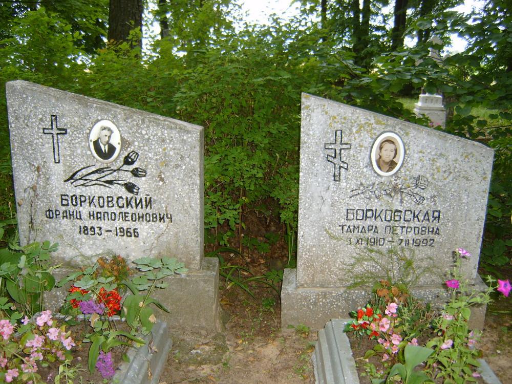 Nagrobki na cmentarzu katolickim w Piedrui – mąż katolik, żona prawosławna