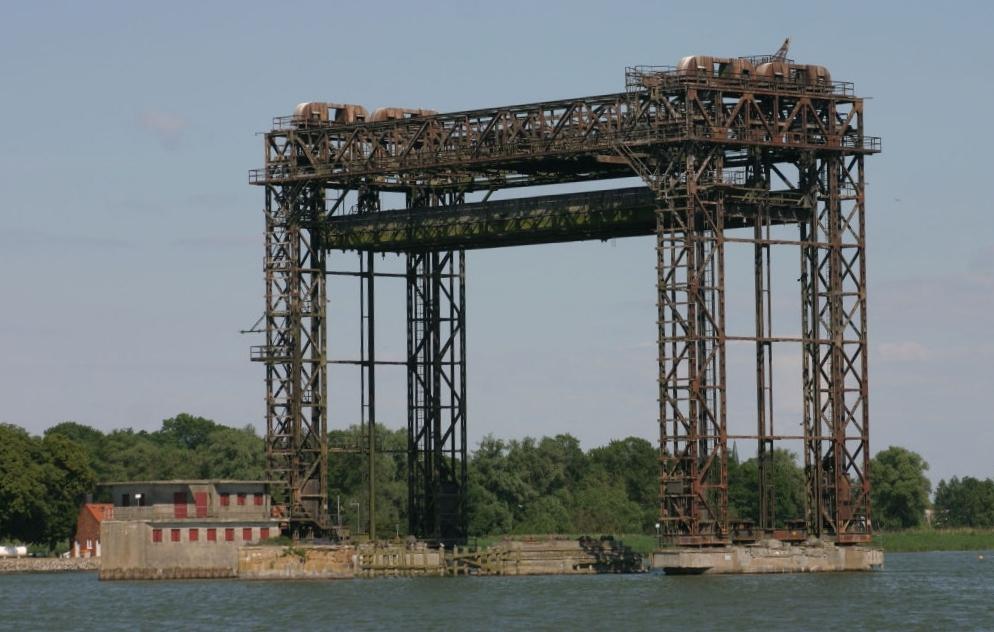Pozostałość po moście w Karnin. Zdj. Kläuser / Wikimedia Commons / CC
